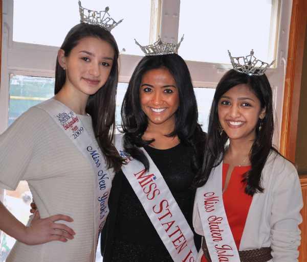 Kara Kowalski Miss New York State's Outstanding Teen, Miss Jennifer Sacco Miss Staten Island and Shelley Jain Miss Staten Island's Oustanding Teen