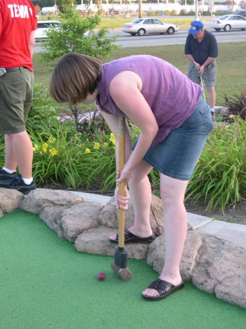 Elisa Cullen wields a mighty sledgehammer to putt at the 7th hole at Libertyville.