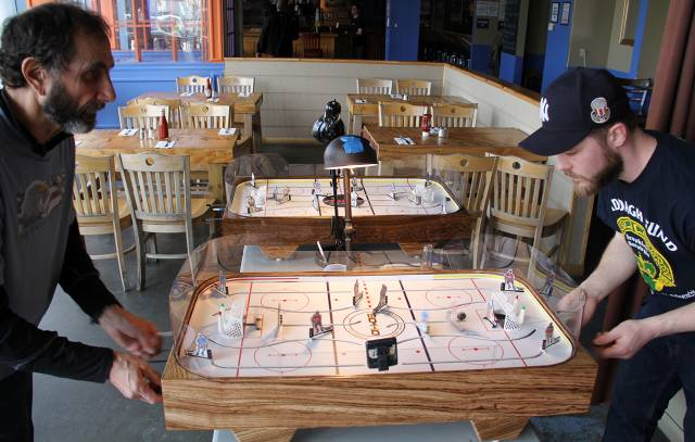 two contrasting styles make a most interesting table hockey match!