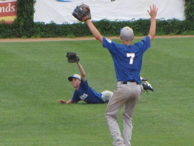 Jonah Spiten makes a diving catch